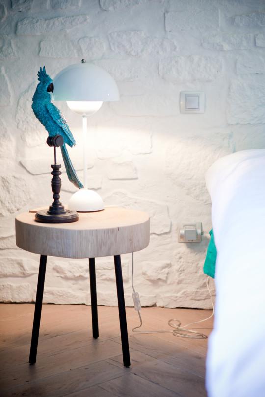 Des chevets en rondins XXL de chez AMPM viennent accueillir objets insolites et lampes «flowerpot» (And Tradition)